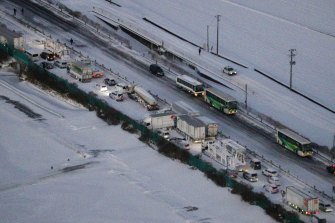 Cars and trucks are stuck on the snowy Tohoku Expressway in Miyagi prefecture.