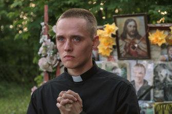 Bartosz Bielenia plays a pseudo priest who helps to unite a grieving village in Corpus Christi.