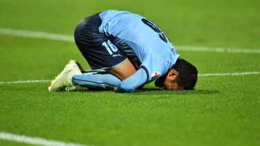 Reza Ghoochannejhad reacts after being denied a goal against Shanghai SIPG.