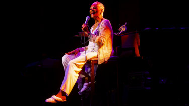 Dressed comfortably in slippers, Warwick reminded audiences why she is one of the greatest vocalists of our time.