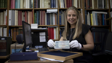 Charlotte Noble holds a rare £100 banknote issued in 1914.