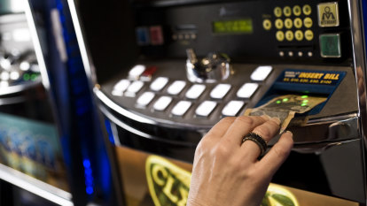Pokies to reopen at 12.01am at some Sydney pubs and clubs