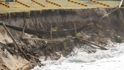 'Tipping point': Coastal erosion tearing away community's heart