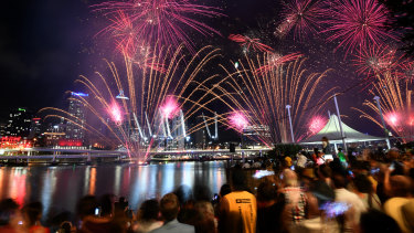 New Year's Eve fireworks welcome 2020 in Brisbane.