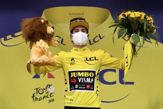 Primoz Roglic takes yellow from Adam Yates.