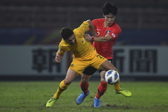 Jacob Italiano fights for the ball with Lee You-hyeon.