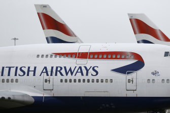 A British Airways plane flew between New York and London in less than five hours, landing early Sunday at Heathrow Airport after leaving John F. Kennedy International Airport.
