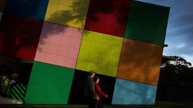 Melburnians enjoy their one hour of exercise in Carlton Gardens on Wednesday.