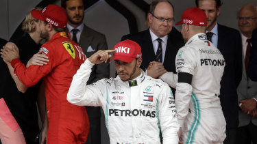 Lewis Hamilton pointed to his hat to tribute Niki Lauda after he won.