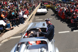 Craig Lowndes is back at Bathurst and aiming to become king of the mountain again.