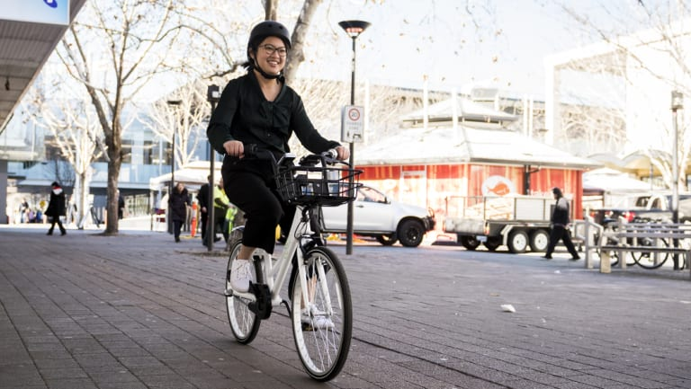 Reporter Han Nguyen tries out bike sharing service, Airbike, currently on a six-month trail in Canberra.