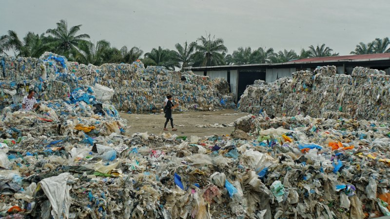 Malaysia bans waste imports as Australia battles recycling