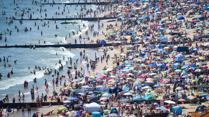 'Absolutely appalled': Major incident declared as thousands cram onto English beaches – Sydney Morning Herald