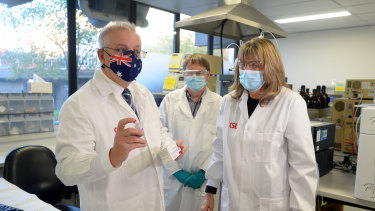 Prime Minister Scott Morrison meets CSL staff working on the COVID-19 vaccine at a facility in Melbourne on Friday.
