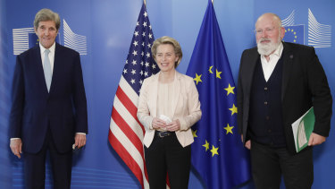 European Commission's Frans Timmermans (right) with US Special Presidential Envoy for Climate John Kerry (left) and European Commission President Ursula von der Leyen in March.