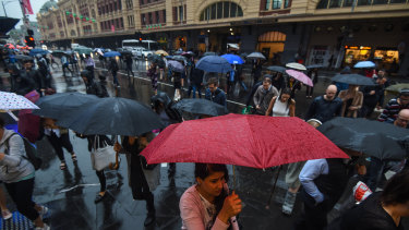 Early rain soaks Melbourne's communters ahead of a very wet day.