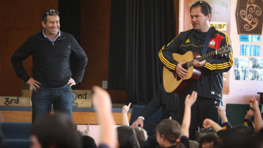 Loves a sing-song: Wayne Smith and then-Chiefs coach Dave Rennie talk to school students in 2012.