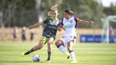 Canberra United's Nikola Orgill and Perth Glory's Sam Kerr.