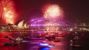 Sydney New Year S Eve 2019 Fireworks Explode Over Sydney Harbour Despite Calls To Axe Display