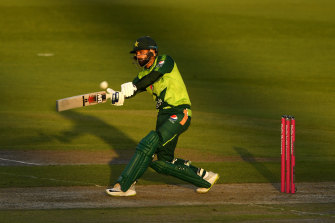 Mohammad Hafeez blasted an unbeaten 86 for Pakistan in Manchester.