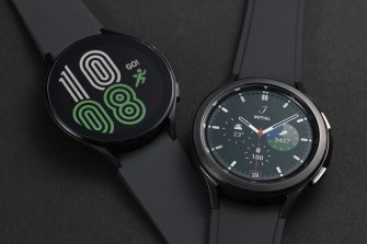 Galaxy Watch4 comes in standard or classic styles.
