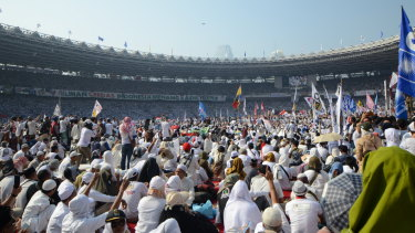 Perhaps 150,000 turned up to support Prabowo Subianto.