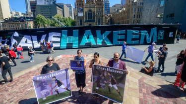 Protesters set up for a rally for Hakeem al-Araibi in Melbourne on Friday.