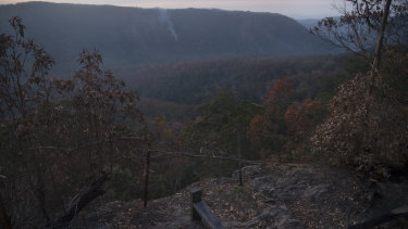 Bushfire-ravaged south-east Queensland community struggling - The Reports