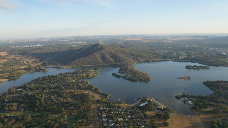 Parts of Lake Burley Griffin closed because of blue green algae blooms
