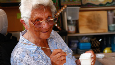 Daphne Kal-Ma-Kuta Dux age 91 started painting at the age of 77.