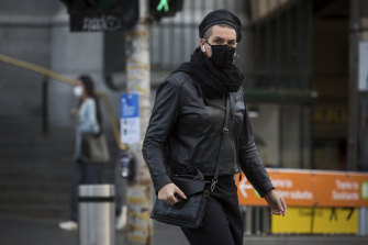 The Victorian government is recommending that people wear masks in public to slow the spread of COVID-19.