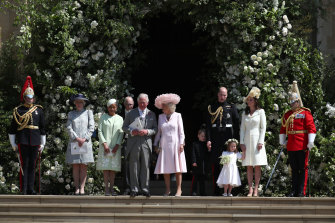 A family photo after the Windsor Castle wedding of Harry and Meghan in 2018.