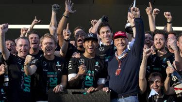 Lewis Hamilton and Niki Lauda with their Mercedes teammates in 2014.