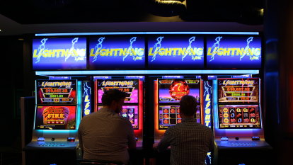 Punters steer clear of Victoria's cash limit program for pokies