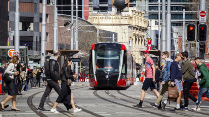 Sydneysiders stop to watch history roll along new-look George Street
