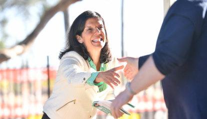 Greg Hunt fends off Julia Banks challenge to retain Flinders seat