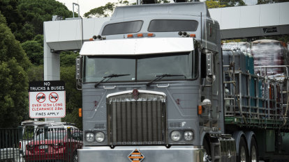 Warnings only: 10,000 trucks avoid fines for dodging Sydney tunnel