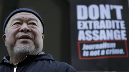 Ai Weiwei holds silent protest outside Julian Assange's extradition hearing
