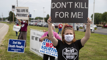 Protesters against the death penalty gather in Terre Haute, Indiana, before Purkey's execution.
