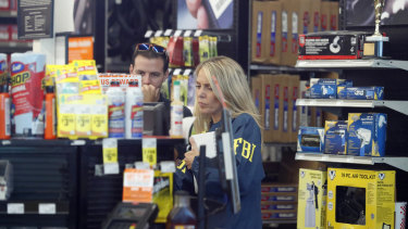 An FBI agent interviews staff at an Auto Zone auto parts store in Florida as part of their investigations into Cesar Sayoc.