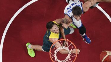 Australia's Matthew Dellavedova (8) and Italy's Achille Polonara (33) battle for a rebound.