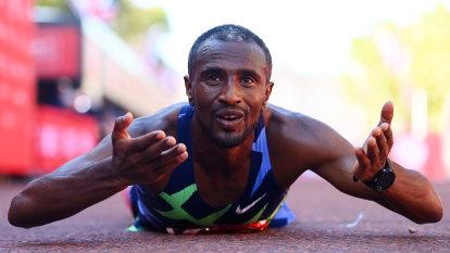 Ethiopian runner allowed to run, win London marathon but barred from podium