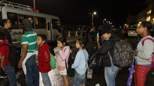 First part of new US-bound migrant caravan crosses from Honduras into Guatemala