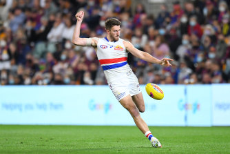 Marcus Bontempelli gets a kick away for the Bulldogs.
