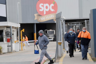 Employees changing shift at SPC Ardmona plant in Shepparton. SPC has introduced a compulsory vaccine policy for all its employees.