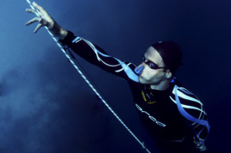 In darkness, under the Arctic ice, Aussie diver chases a