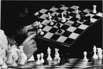 Australia's first Grandmaster Ian Rogers plays in an exhibition match (beating four plays while blind folded) in 1989.