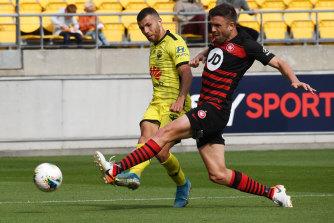 Wanderers defender Matthew Jurman attempts to block the shot of Phoenix player Jaushua Sotirio