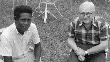 Denning with PNG cadet journalist Carolus Ketsimur in Port Moresby in 1967, during his years as National Cadet Counsellor.