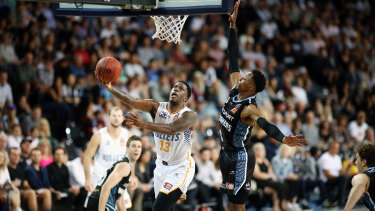 AUCKLAND, NEW ZEALAND - DECEMBER 09: Lamar Patterson of the Bullets goes up against Scotty Hopson of the Breakers during the round 10 NBL match between the New Zealand Breakers and the Brisbane Bullets at Spark Arena on December 09, 2019 in Auckland, New Zealand. (Photo by Anthony Au-Yeung/Getty Images)